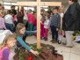 Kinder warten auf Ostern